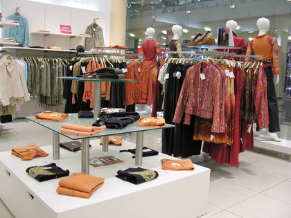 how to start clothing business with buying wholesale